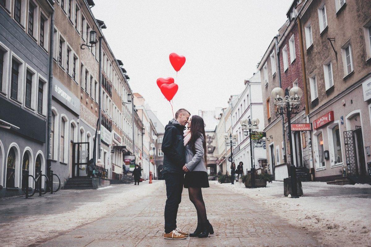 Jak uczcić pierwszą rocznicę ślubu?