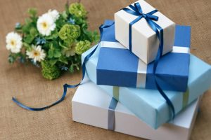 Prezent na Komunię – Co może podarować rodzic chrzestny?