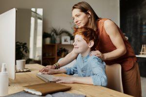 Dziecko w sieci – zagrożenia, na które rodzic powinien zwrócić uwagę