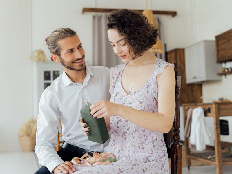 Co podarować żonie z okazji rocznicy ślubu?