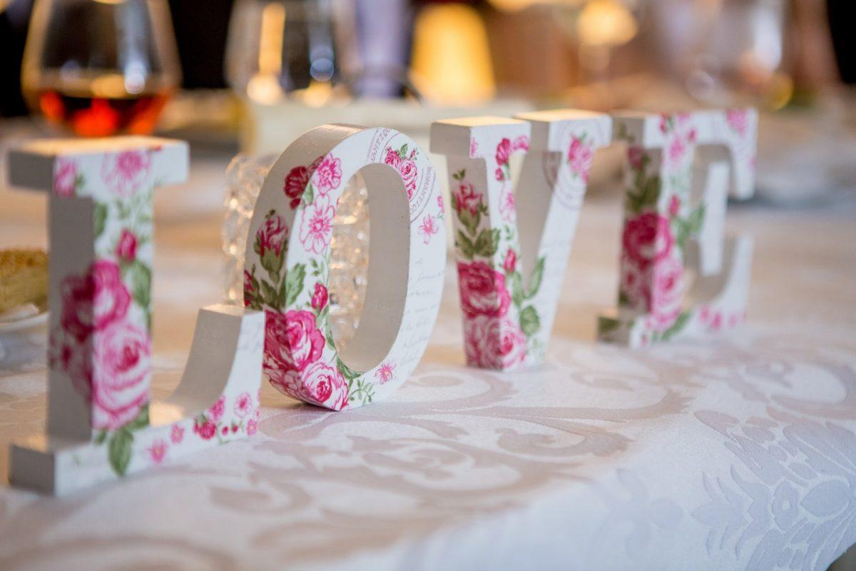 Przyjęcie z okazji rocznicy ślubu – o czym pamiętać?