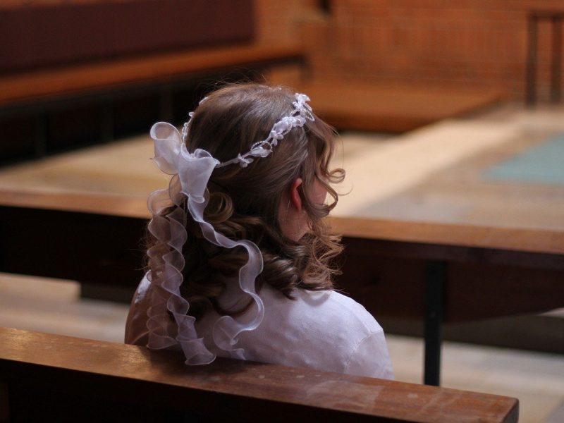 O czym powinni pamiętać rodzice przy organizacji przyjęcia komunijnego?