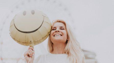 Marzysz o pięknym i zdrowym uśmiechu? Zobacz, jak o niego zadbać