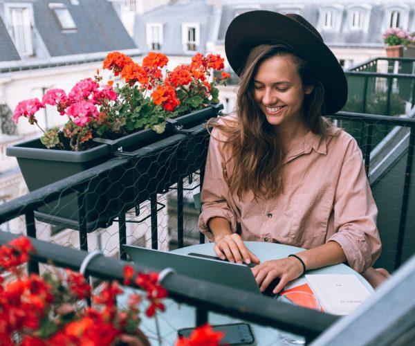 Donice na balkon i taras – jakie wybrać?