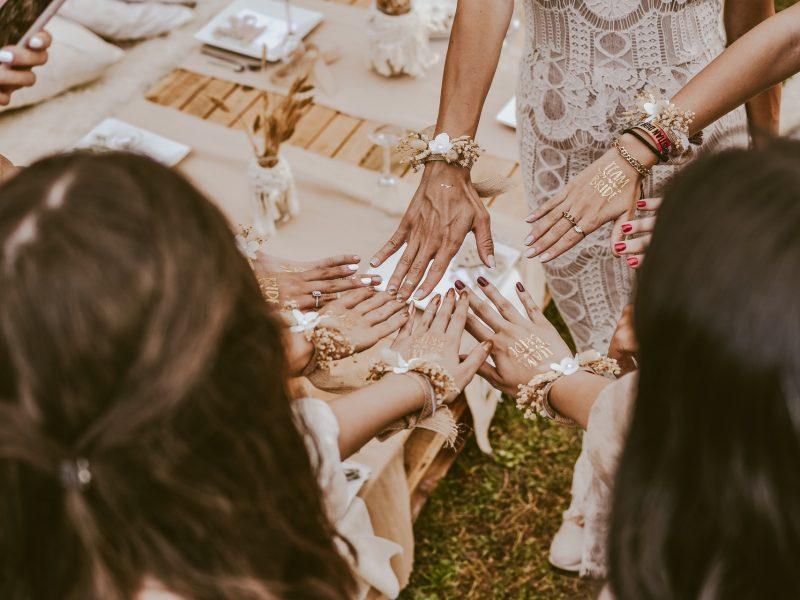 Co na ślub powinni ubrać świadkowie?