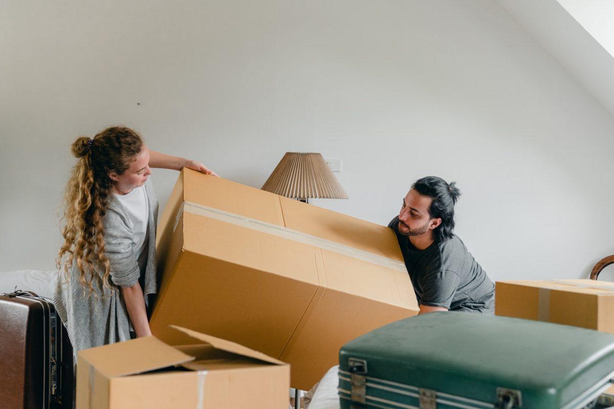 Jak sprawnie przetrasnportować rzeczy podczas przeprowadzki?