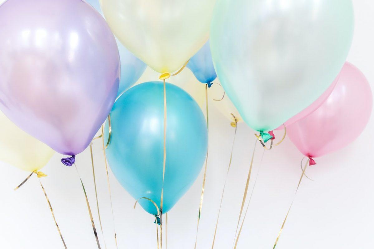 Czym warto udekorować dom na przyjęcie urodzinowe?