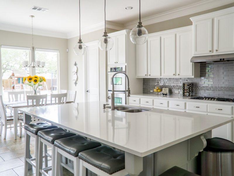 Biała kuchnia – pomysły na aranżację
