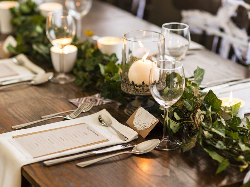 Jak usadzać gości weselnych?