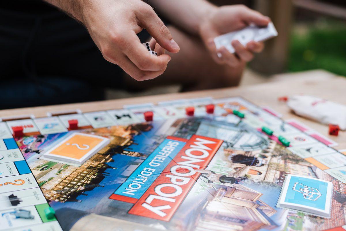 Najlepsze gry wakacyjne dla całej rodziny. Co zabrać ze sobą na odpoczynek?